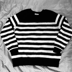 Old Navy Black and White Striped Crewneck Sweater